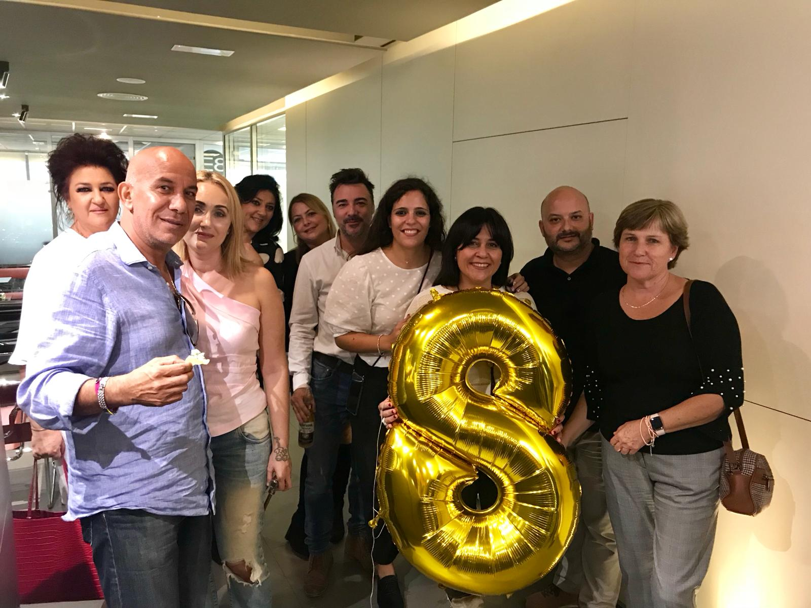 Clientes de Negocia celebrando el 8º aniversario