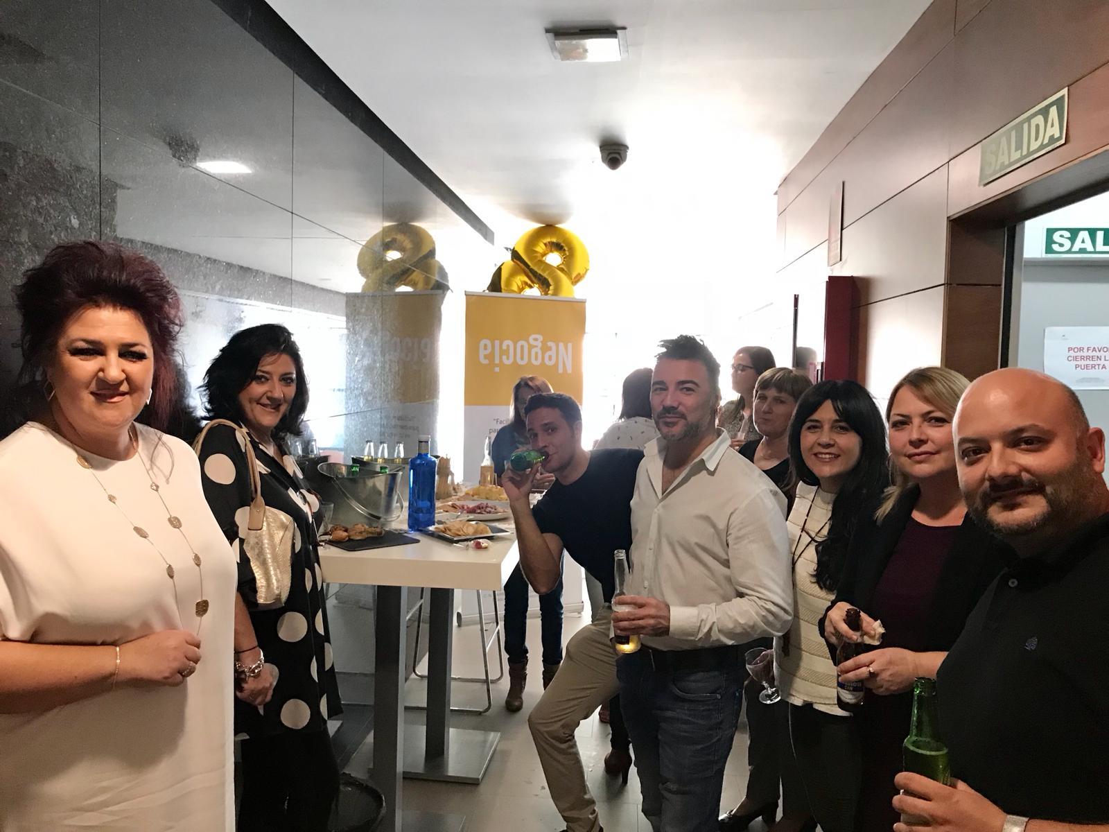 Izq. a der. Mª Carmen, Dolly, Carlos, Samuel, Natalia, May y Pepe