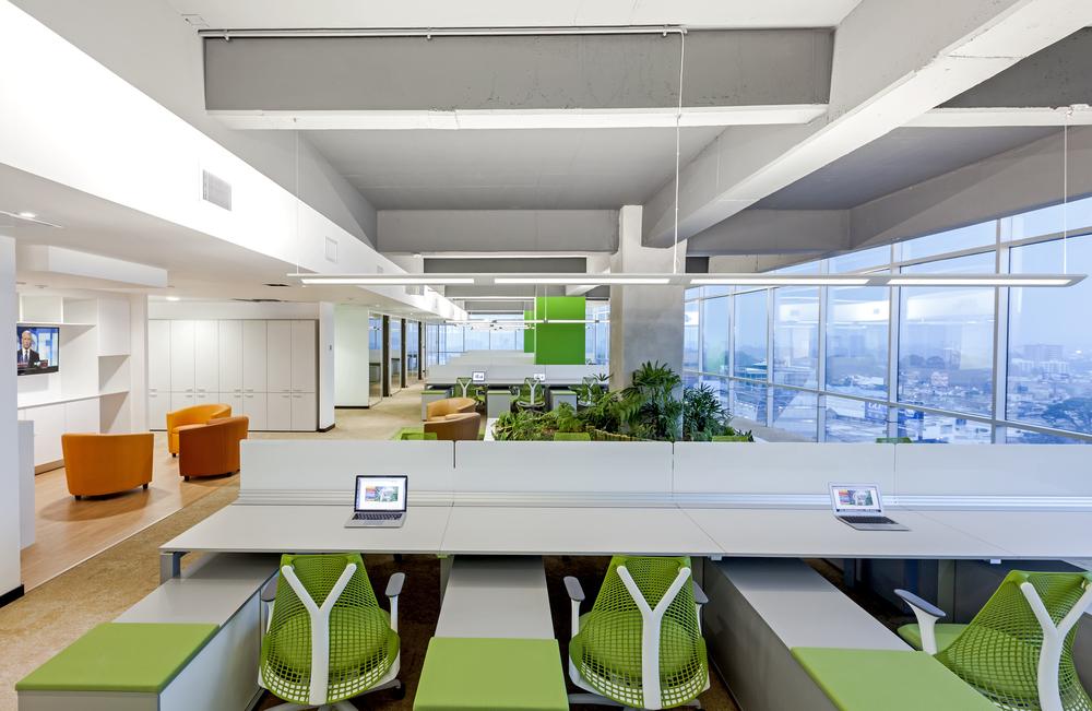 Oficinas originales y creativas centro de negocios for Diseno de interiores oficinas pequenas