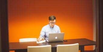 ¿Trabajar solo o en una oficina compartida?