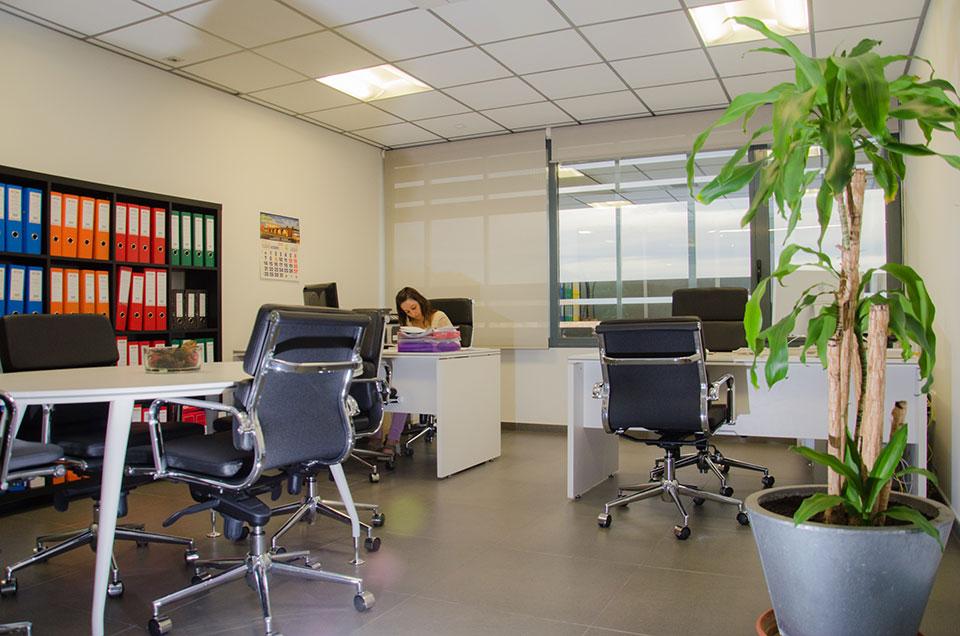 Oficinas permanentes en centro de negocios negocia area