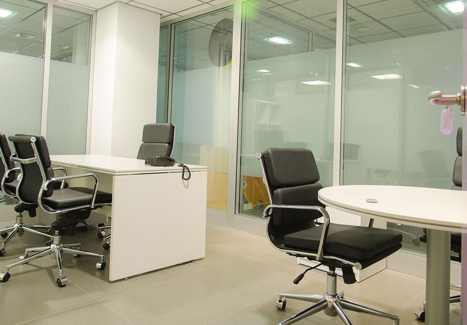 Oficinas permanentes en centro de negocios almer a for Muebles de oficina almeria