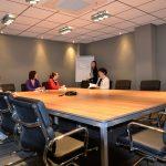 Sala de reuniones 2 en negocia Business Area, capacidad para 16 personas